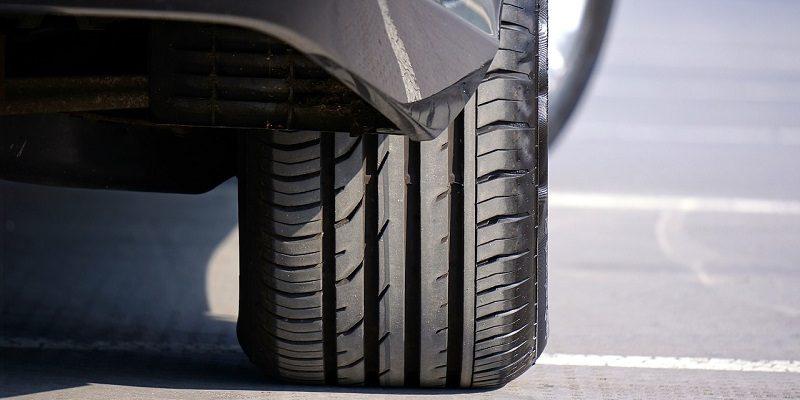 Il pneumatico è l'unico contatto dell'auto con il suolo
