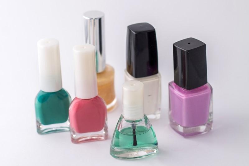 Smalti colorati per le unghie